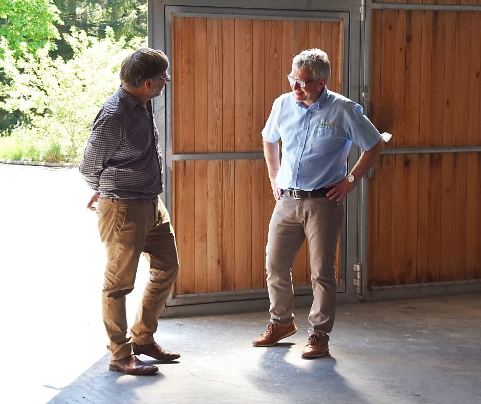 Klemens Rauch (VFI Oils for Life) mit Josef Vorabger (Hausrucköl) im Gespräch
