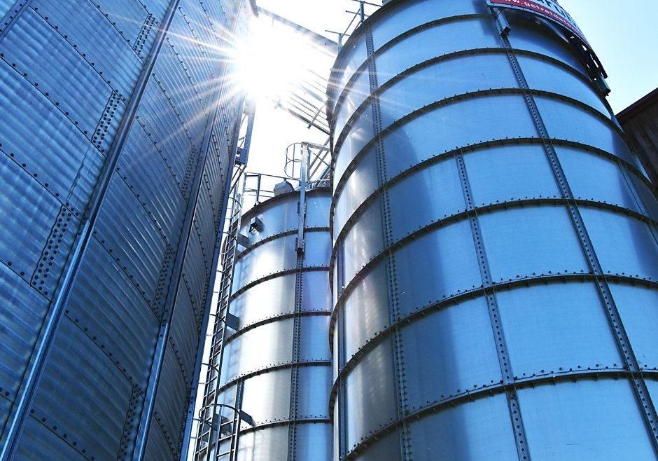 Die Hausrucköl-Mühle investiert in Ausbau und Lagerkaüazität.